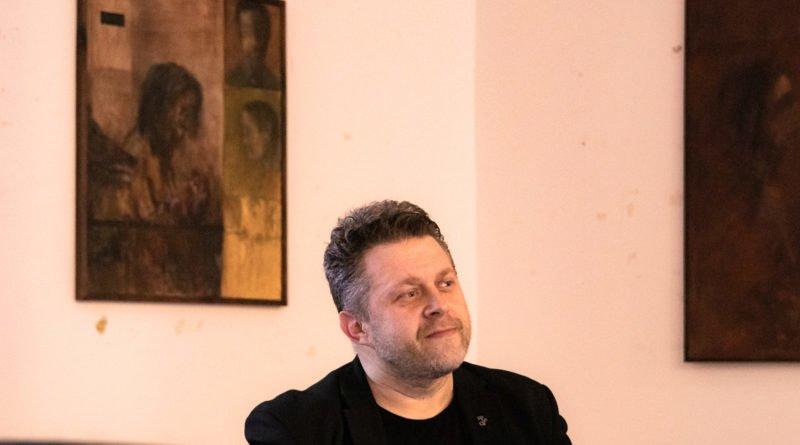bialo czerwona marek lapis 3 800x445 - Marek Lapis: fotograf widzi więcej