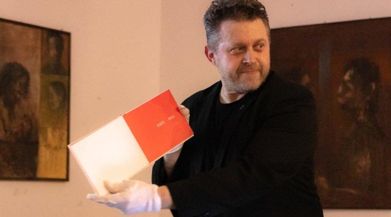 bialo czerwona marek lapis 8 800x445 - Marek Lapis: fotograf widzi więcej