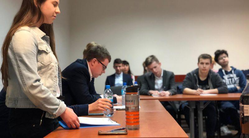 debata kara smierci 1 800x445 - Poznań: Młodzi politycy dyskutowali o karze śmierci