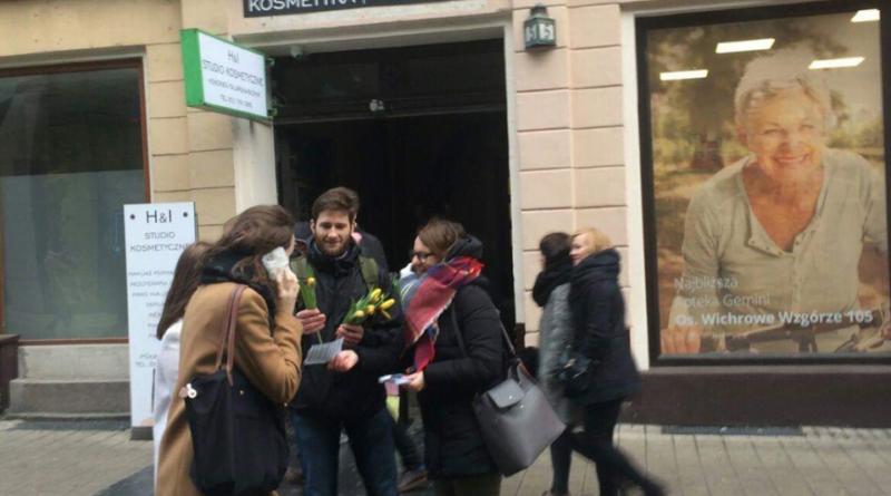 """dzien kobiet mlodziez wszechpolska 1 800x445 - Młodzież Wszechpolska: """"Subtelność jest kobieca"""""""