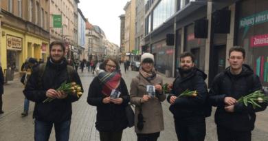 """dzien kobiet mlodziez wszechpolska 4 390x205 - Młodzież Wszechpolska: """"Subtelność jest kobieca"""""""