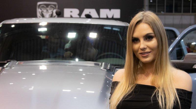hostessy motorshow 2019 10 800x445 - Poznań Motor Show: Hostessy na zdjęciach!