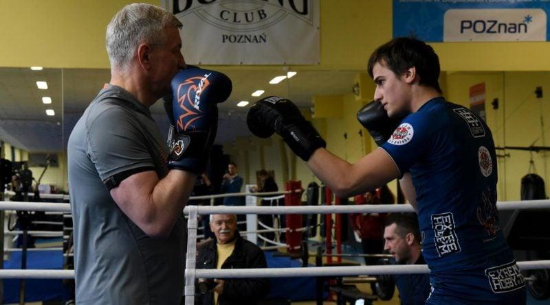 jacek jaskowiak trenuje boks fot. ump 11 800x445 - Poznań: Ponad pięć tysięcy złotych za trening z Jackiem Jaśkowiakiem
