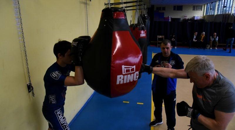 jacek jaskowiak trenuje boks fot. ump 3 800x445 - Poznań: Ponad pięć tysięcy złotych za trening z Jackiem Jaśkowiakiem
