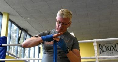 jacek jaskowiak trenuje boks fot. ump 4 390x205 - Poznań: Jacek Jaśkowiak zaliczył nokaut. Od Artura Szpilki