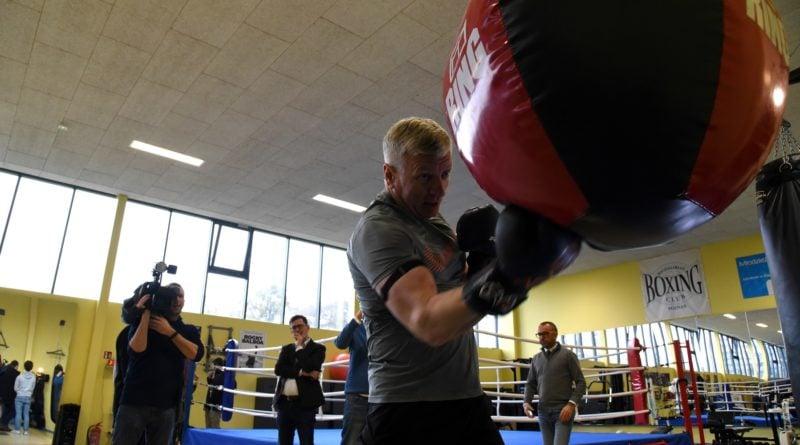 jacek jaskowiak trenuje boks fot. ump 6 800x445 - Poznań: Ponad pięć tysięcy złotych za trening z Jackiem Jaśkowiakiem