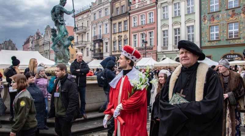 kaziuk wilenski 2019 30 800x445 - 26 Kaziuk Wileński w Poznaniu - Orszak królewski na Starym Rynku (zdjęcia)