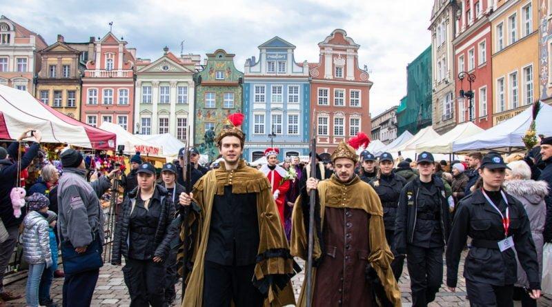 kaziuk wilenski 2019 32 800x445 - 26 Kaziuk Wileński w Poznaniu - Orszak królewski na Starym Rynku (zdjęcia)