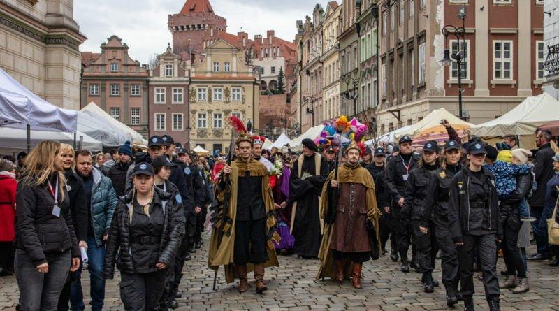 kaziuk wilenski 2019 41 800x445 - 26 Kaziuk Wileński w Poznaniu - Orszak królewski na Starym Rynku (zdjęcia)