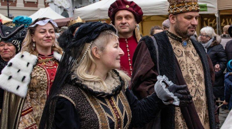 kaziuk wilenski 2019 48 800x445 - 26 Kaziuk Wileński w Poznaniu - Orszak królewski na Starym Rynku (zdjęcia)