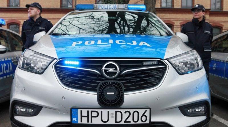 nowe radiowozy fot. kmp 16 800x445 - Poznań: Policjanci otrzymali nowe radiowozy
