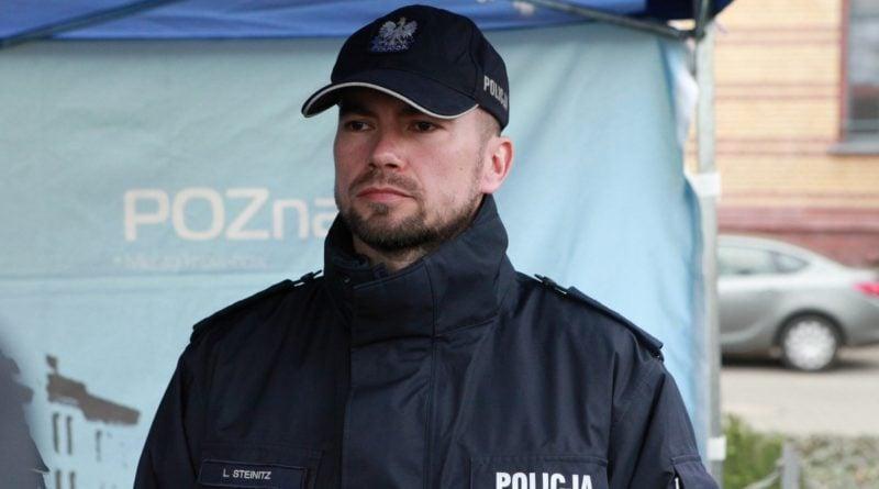 nowe radiowozy fot. kmp 2 800x445 - Poznań: Policjanci otrzymali nowe radiowozy