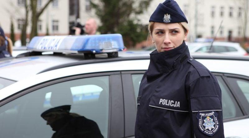 nowe radiowozy fot. kmp 20 800x445 - Poznań: Policjanci otrzymali nowe radiowozy