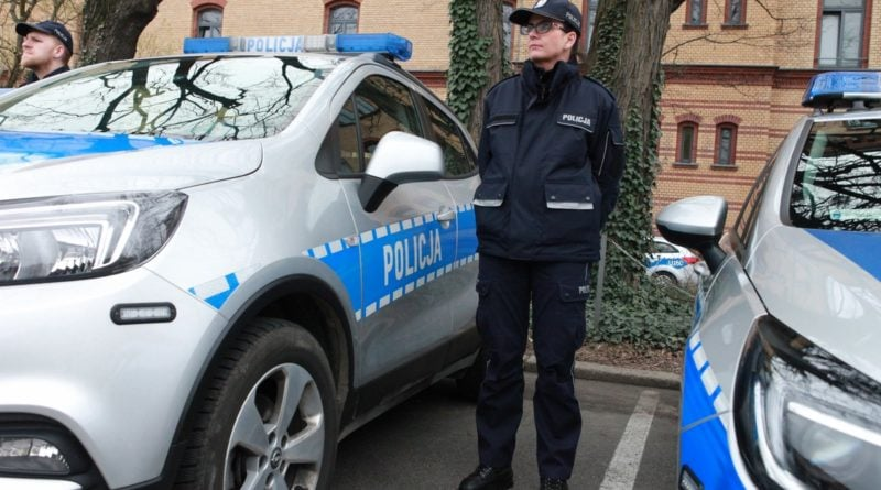 nowe radiowozy fot. kmp 21 800x445 - Poznań: Policjanci otrzymali nowe radiowozy