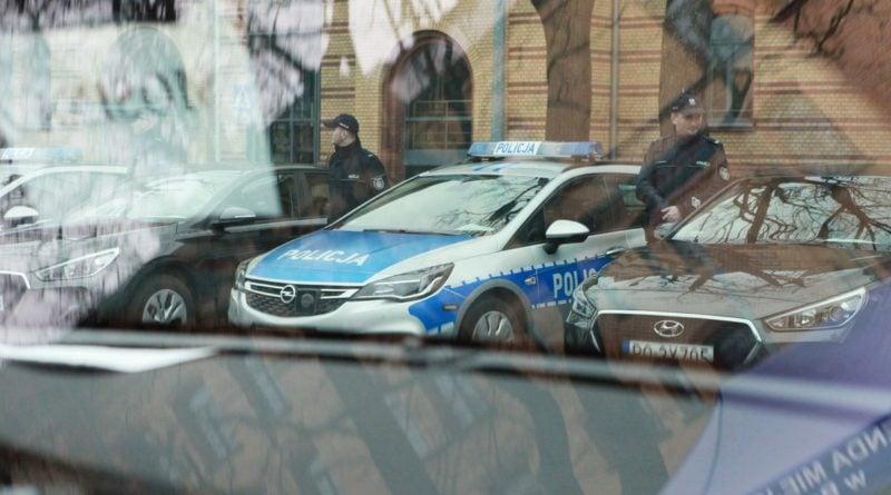 nowe radiowozy fot. kmp 6 800x445 - Poznań: Policjanci otrzymali nowe radiowozy