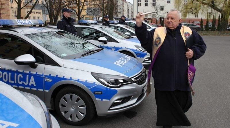 nowe radiowozy fot. kmp 8 800x445 - Poznań: Policjanci otrzymali nowe radiowozy