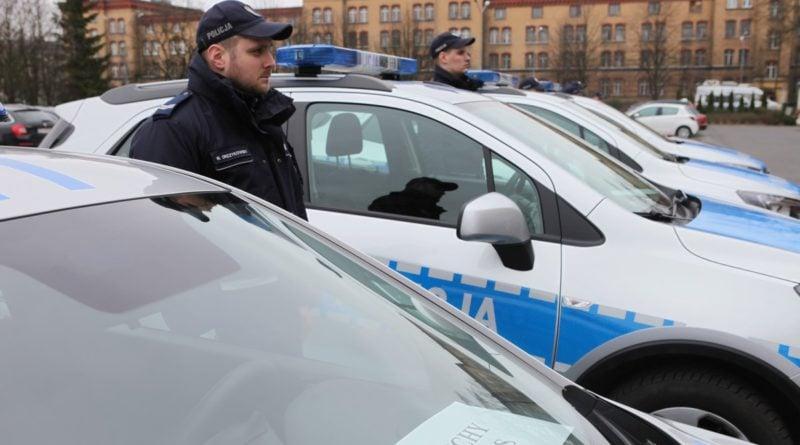 nowe radiowozy fot. kmp 9 800x445 - Poznań: Policjanci otrzymali nowe radiowozy