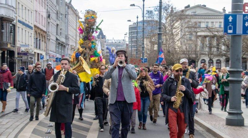 pogrzeb zimy 38 800x445 - Poznań: Pożegnanie zimy i radosne przywitanie wiosny!