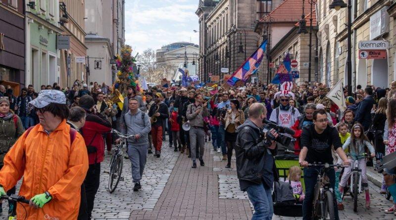 pogrzeb zimy 41 800x445 - Poznań: Pożegnanie zimy i radosne przywitanie wiosny!
