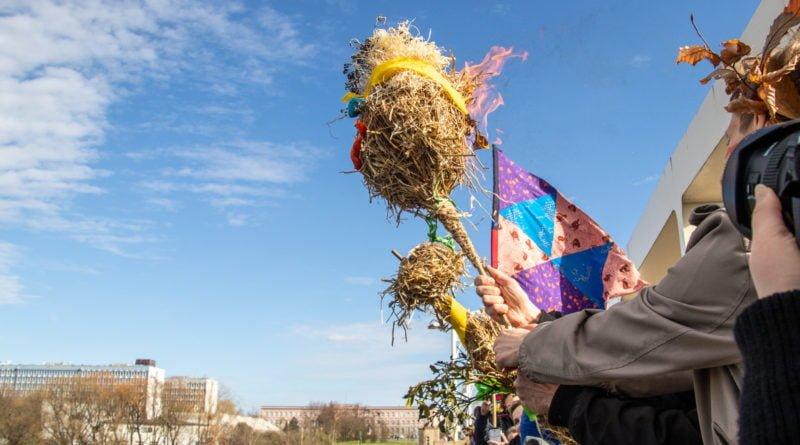 pogrzeb zimy 77 800x445 - Poznań: Pożegnanie zimy i radosne przywitanie wiosny!
