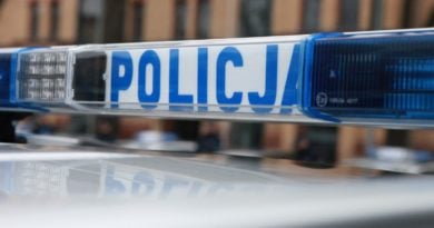 policja fot. kmp 390x205 - Murowana Goślina: Policja chciała go skontrolować - strzelił sobie w głowę
