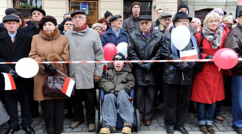 """projekt bialo czerowna marek lapis 01 800x445 - Poznań: wielkopolska premiera """"Biało-Czerwonej"""" Marka Lapisa"""