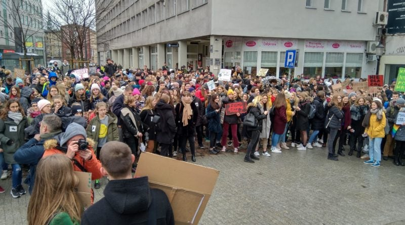 """protest zmiany klimatu 1 800x445 - Poznań: Wagarowali w obronie klimatu. """"To jest, albo będzie największy problem ludzkości"""""""