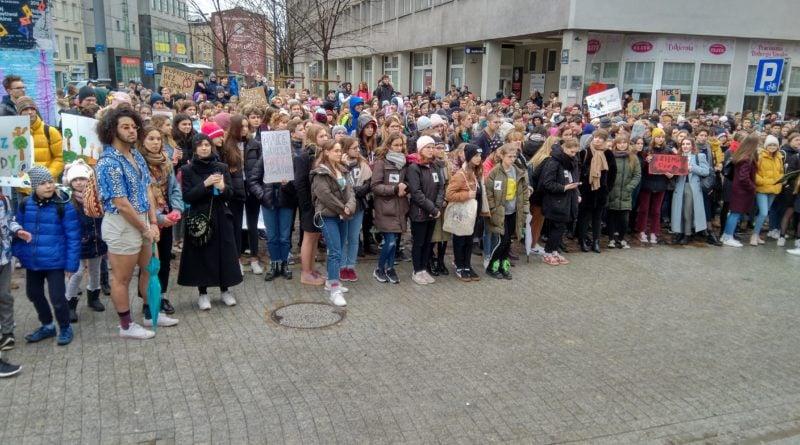 """protest zmiany klimatu 3 800x445 - Poznań: Wagarowali w obronie klimatu. """"To jest, albo będzie największy problem ludzkości"""""""