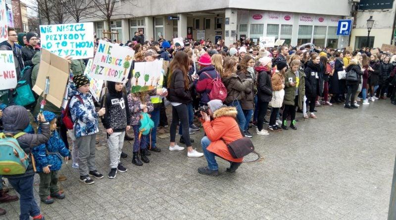 """protest zmiany klimatu 7 800x445 - Poznań: Wagarowali w obronie klimatu. """"To jest, albo będzie największy problem ludzkości"""""""