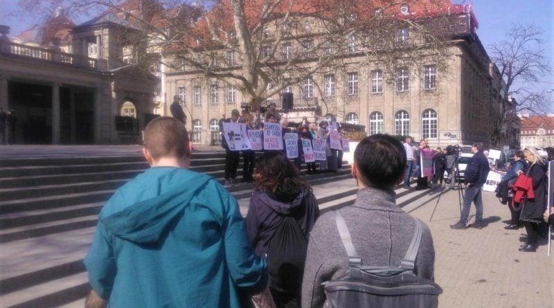 s  4964a 800x445 - Poznań: Hello Brother, Hello Sister. Demonstracja solidarnościowa na placu Wolności