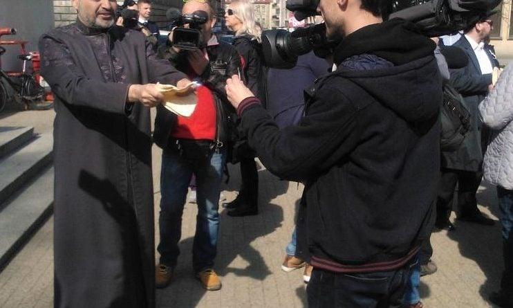 s  a964 1a 742x445 - Poznań: Hello Brother, Hello Sister. Demonstracja solidarnościowa na placu Wolności