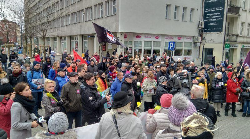 w miescie odbyla sie demonstracja przeciwko rasizmowi i faszyzmowi 1 800x445 - Poznań: W mieście odbyła się demonstracja przeciwko rasizmowi i faszyzmowi