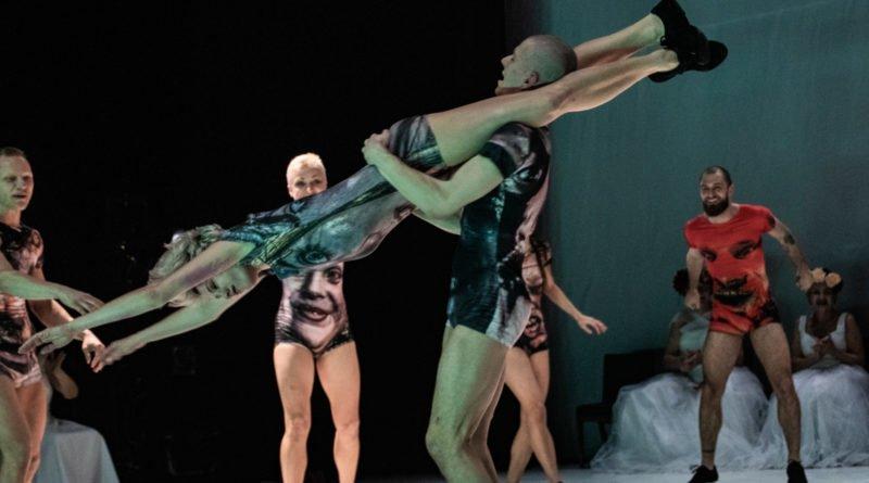 wesele poprawiny polski teatr tanca 116 800x445 - Wesele. Poprawiny reż. Marcin Liber - Polski Teatr Tańca obchodzi 45 lat
