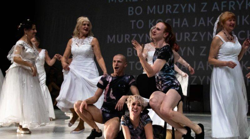 wesele poprawiny polski teatr tanca 124 800x445 - Wesele. Poprawiny reż. Marcin Liber - Polski Teatr Tańca obchodzi 45 lat