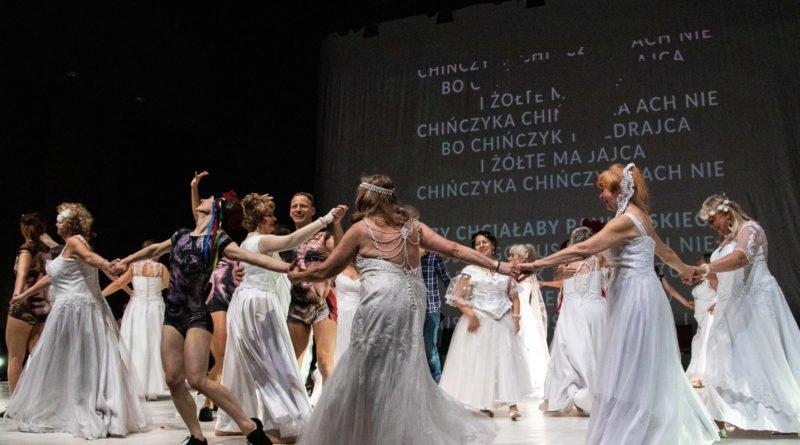 wesele poprawiny polski teatr tanca 125 800x445 - Wesele. Poprawiny reż. Marcin Liber - Polski Teatr Tańca obchodzi 45 lat