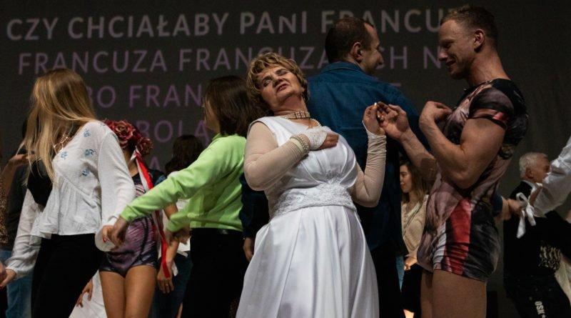 wesele poprawiny polski teatr tanca 127 800x445 - Wesele. Poprawiny reż. Marcin Liber - Polski Teatr Tańca obchodzi 45 lat