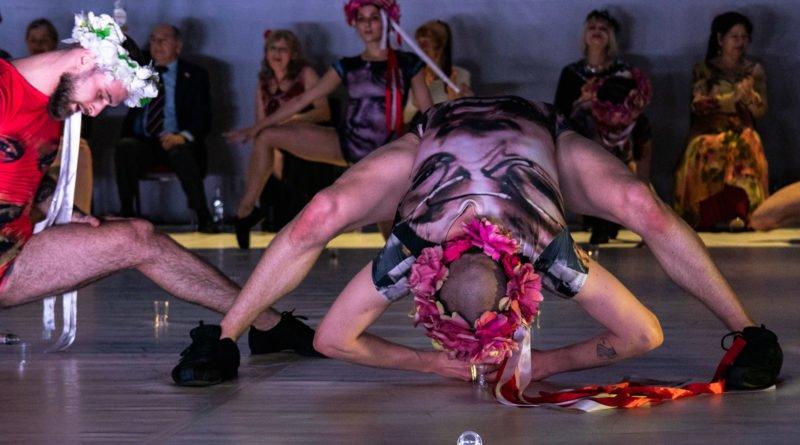 wesele poprawiny polski teatr tanca 46 800x445 - Wesele. Poprawiny reż. Marcin Liber - Polski Teatr Tańca obchodzi 45 lat
