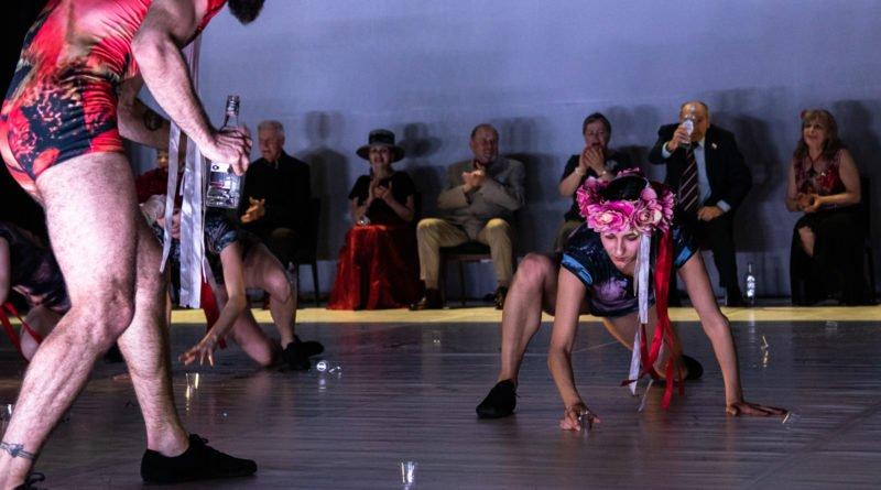 wesele poprawiny polski teatr tanca 49 800x445 - Wesele. Poprawiny reż. Marcin Liber - Polski Teatr Tańca obchodzi 45 lat