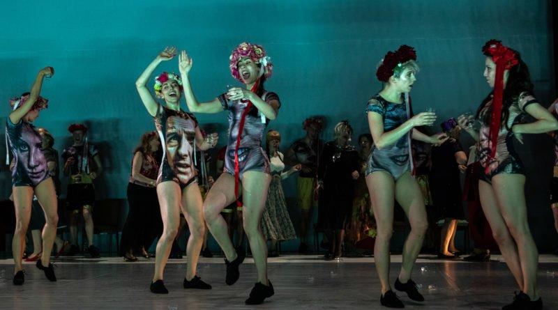 wesele poprawiny polski teatr tanca 52 800x445 - Wesele. Poprawiny reż. Marcin Liber - Polski Teatr Tańca obchodzi 45 lat