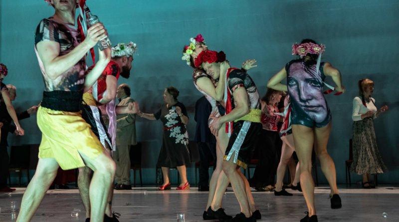 wesele poprawiny polski teatr tanca 66 800x445 - Wesele. Poprawiny reż. Marcin Liber - Polski Teatr Tańca obchodzi 45 lat