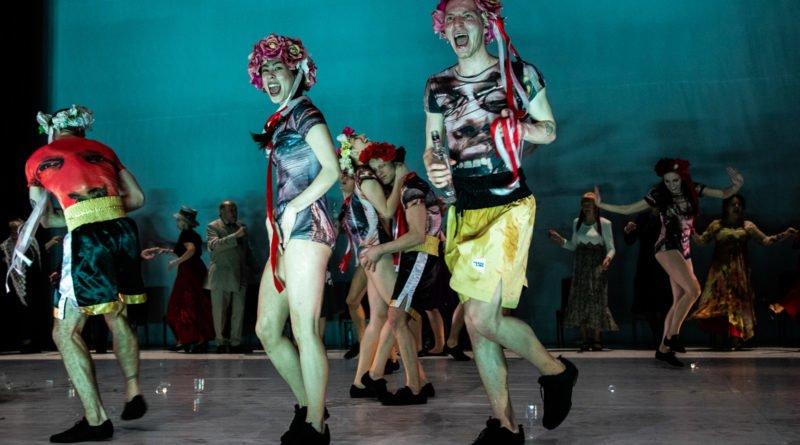 wesele poprawiny polski teatr tanca 67 800x445 - Wesele. Poprawiny reż. Marcin Liber - Polski Teatr Tańca obchodzi 45 lat