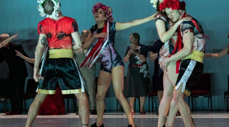 wesele poprawiny polski teatr tanca 68 800x445 - Wesele. Poprawiny reż. Marcin Liber - Polski Teatr Tańca obchodzi 45 lat