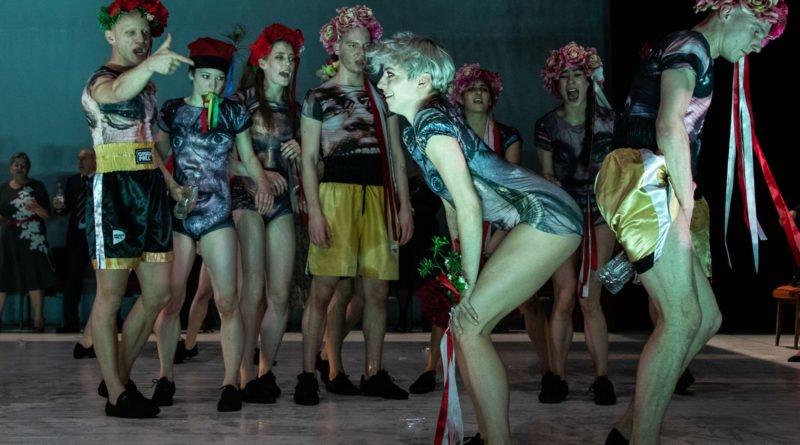 wesele poprawiny polski teatr tanca 78 800x445 - Wesele. Poprawiny reż. Marcin Liber - Polski Teatr Tańca obchodzi 45 lat