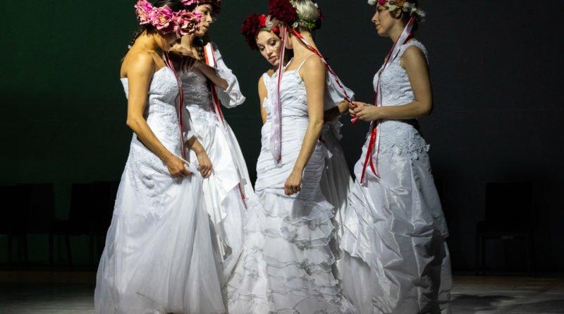 wesele poprawiny polski teatr tanca 96 800x445 - Wesele. Poprawiny reż. Marcin Liber - Polski Teatr Tańca obchodzi 45 lat