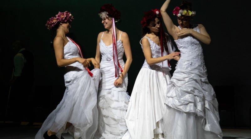 wesele poprawiny polski teatr tanca 97 800x445 - Wesele. Poprawiny reż. Marcin Liber - Polski Teatr Tańca obchodzi 45 lat