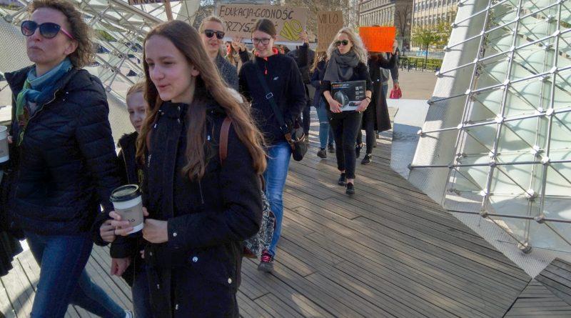 marsz uczniow 3 800x445 - Poznań: Wolność, równość, edukacja! - marsz uczniów przeszedł ulicami