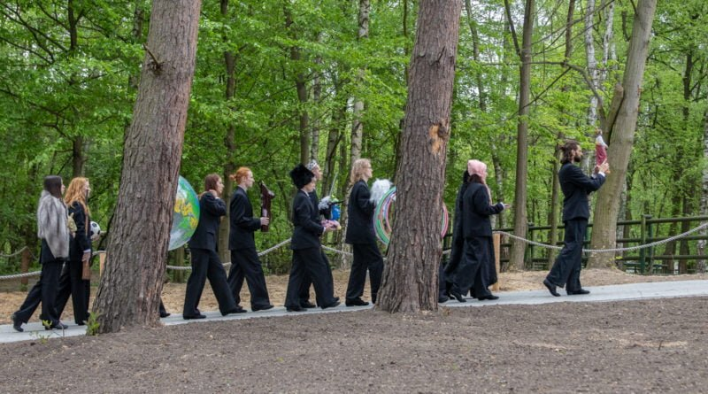 otwarcie lwiarni w nowym zoo 27.04 slawek wachala 29 800x445 - Performans - Polski Teatr Tańca w Nowym Zoo