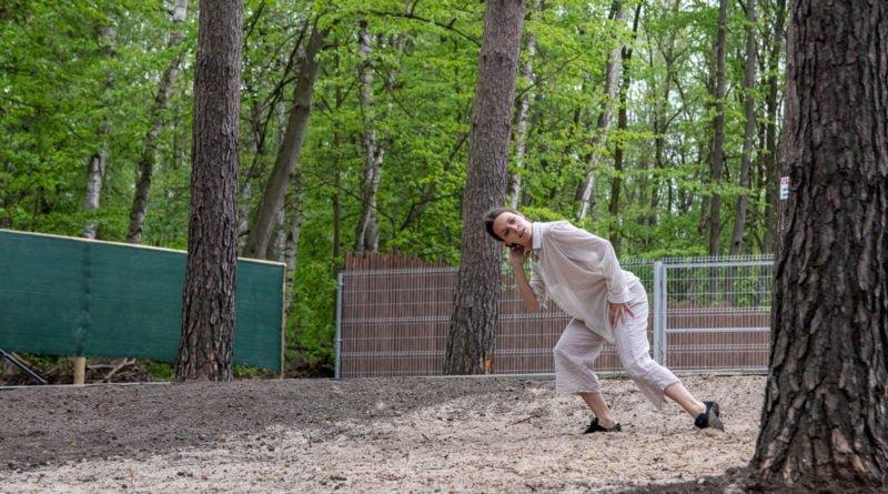 otwarcie lwiarni w nowym zoo 27.04 slawek wachala 33 800x445 - Performans - Polski Teatr Tańca w Nowym Zoo