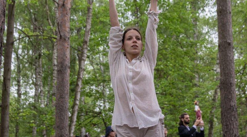 otwarcie lwiarni w nowym zoo 27.04 slawek wachala 39 800x445 - Performans - Polski Teatr Tańca w Nowym Zoo
