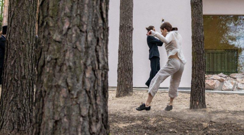 otwarcie lwiarni w nowym zoo 27.04 slawek wachala 50 800x445 - Performans - Polski Teatr Tańca w Nowym Zoo